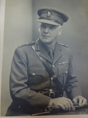 Interesting Portrait Photo of WW2 Brigadier