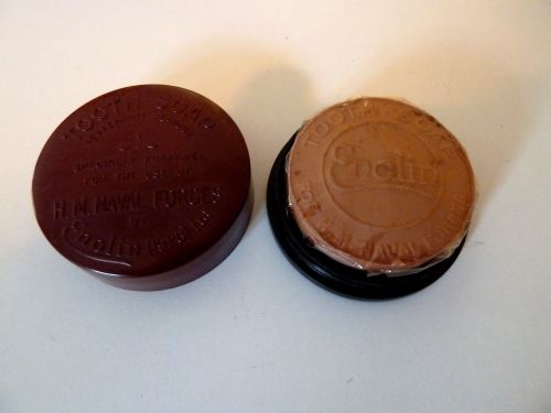 WW2 Royal Navy Issue Bakelite Pot Containing Tooth Soap