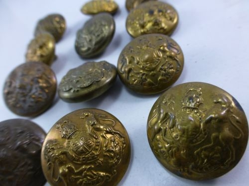 A Set of 12 Original WW1 & WW2 Brass General Service Buttons