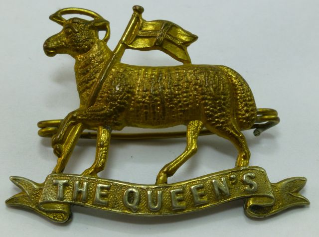 WW1 WW2 Queens Regiment Cap Badge Brooch