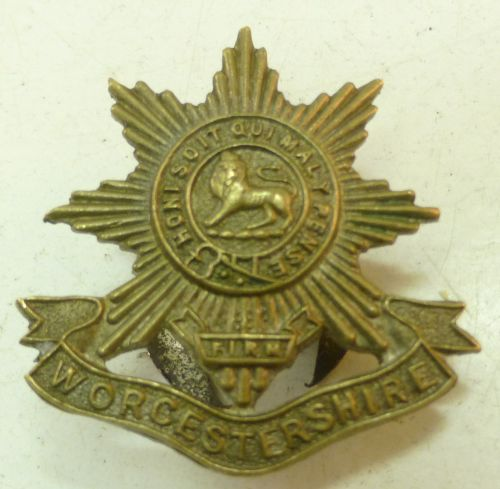 WW1 era Worcestershire Regiment Lapel Badge