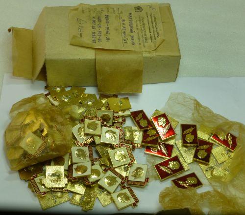 Original Box Full Of 97 Russian Pin Back Lenin Badges