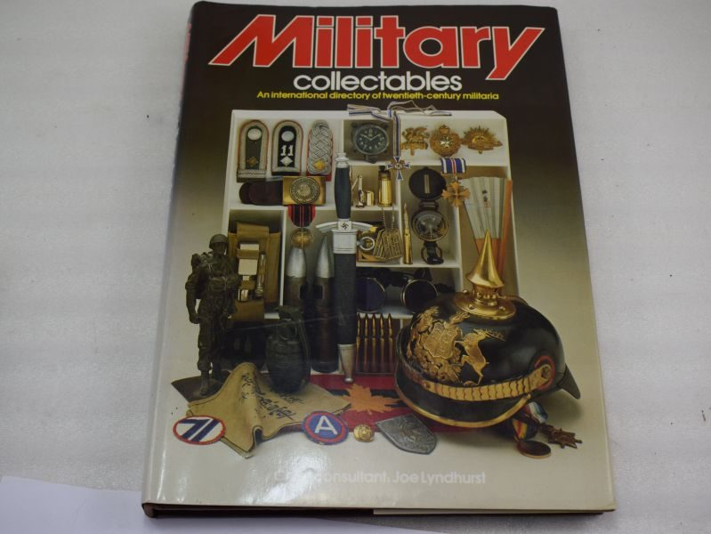 Excellent WW1 & WW2 Reference Book Military Collectables J.Lyndhurst