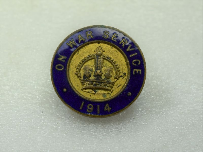 Excellent Original WW1 On War Service 1914 Enamelled Lapel Badge