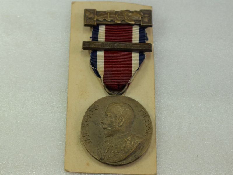 1913-1914 London County Council The Kings Medal to L.Driver.