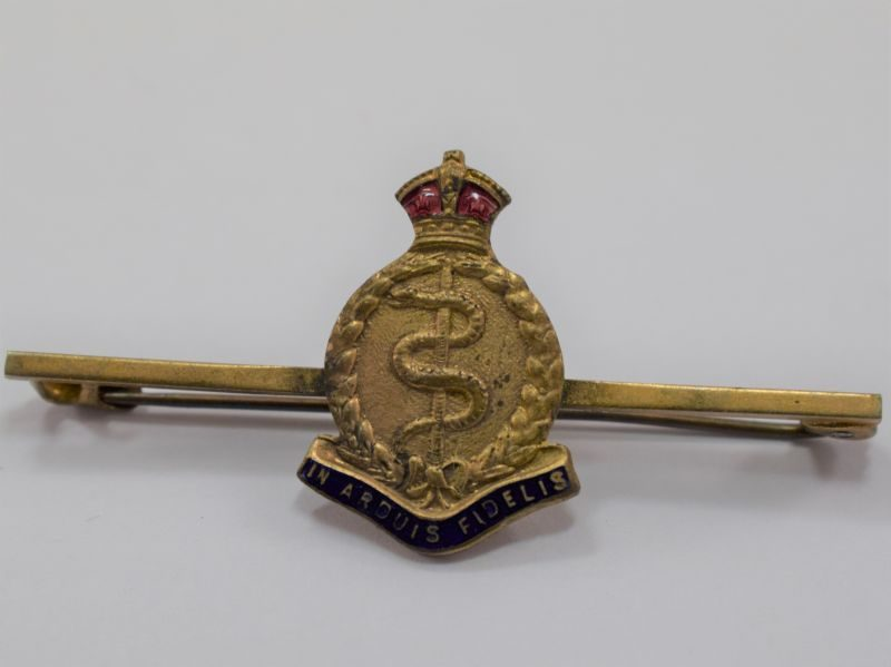 WW1 WW2 Royal Army Medical Corps Enamelled Sweetheart Brooch.