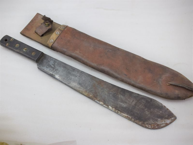 Excellent WW2 British Army Issue Machete & Leather Scabbard JJB 1945