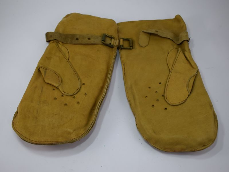 Unusual WW2 British Soft Leather Padded Gloves, Mittens