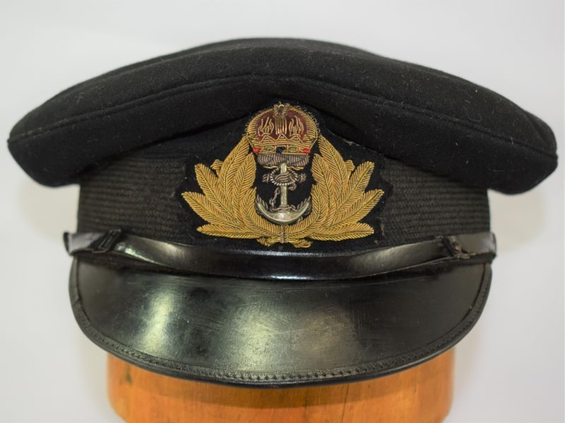 Lovely WW1 WW2 Royal Navy Officers Peaked Cap in a Fair Size