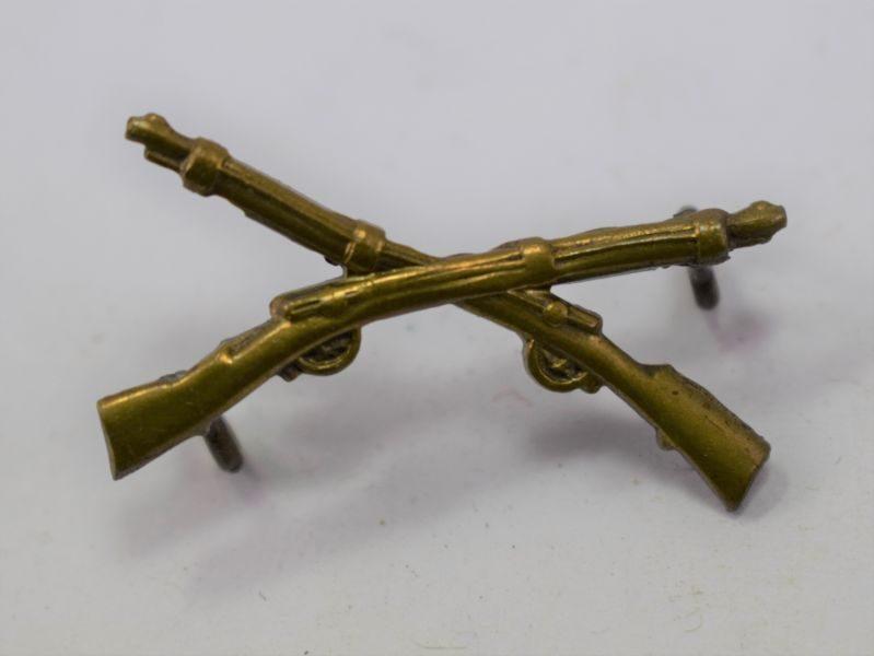 Small WW1 WW2 Crossed Rifles Brass Badge British, US?