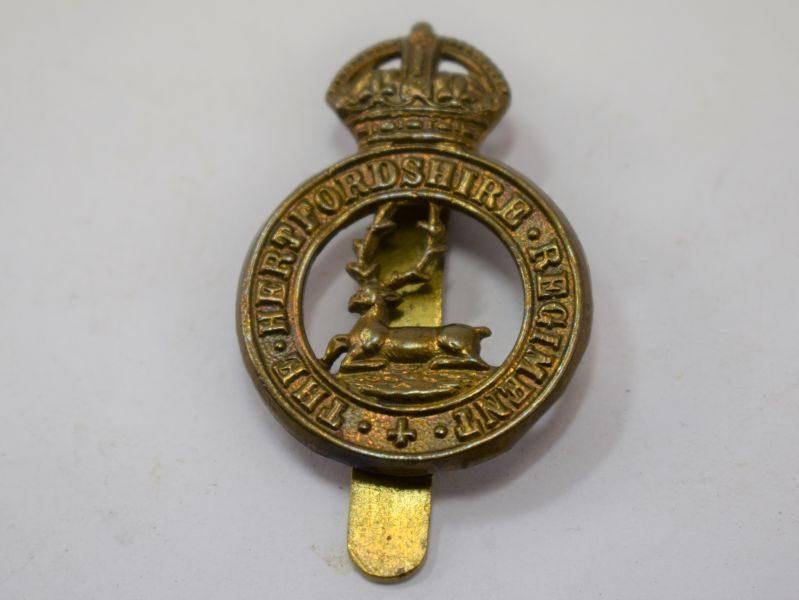 Original WW1 WW2 The Hertfordshire Regiment Cap Badge