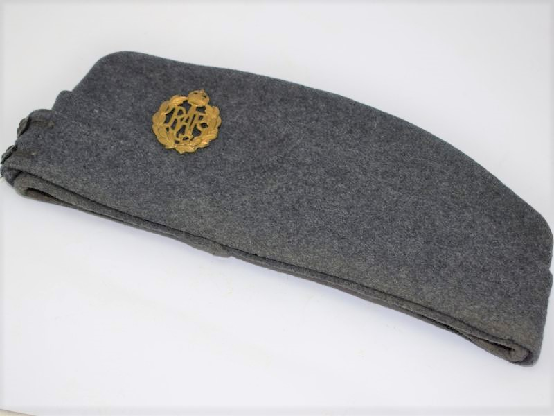 Excellent WW2 RAF Airman's Field Service Cap & Badge in a Good Size 7 ¼