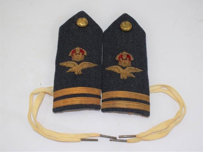 18 Excellent WW2 RAF Officers Mess Dress Tie On Epaulettes Flight Lieutenant