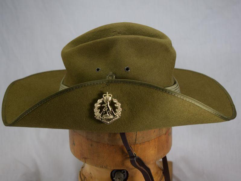 8 Vintage Australian Army Felt Slouch Hat 1969 & Royal Australian Regiment Badge