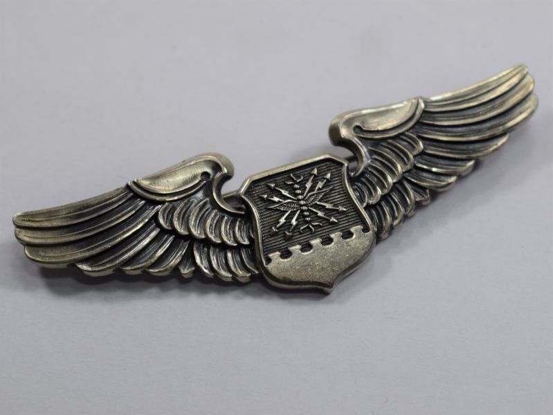 27 Original WW2 US Army Air Force Pilot/Navigators Wings with Pin Fixings