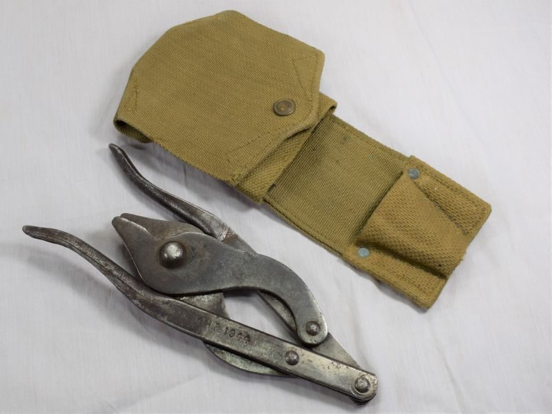 Excellent WW2 Dated British Army Folding Wire Cutters & Carry Case