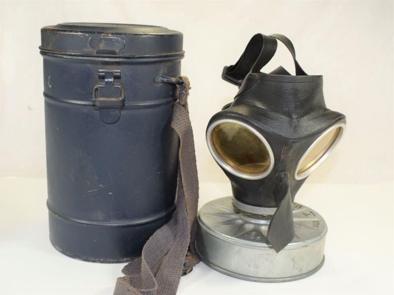 11 Excellent Original WW2 German luftschutz Issue Respirator & Tin