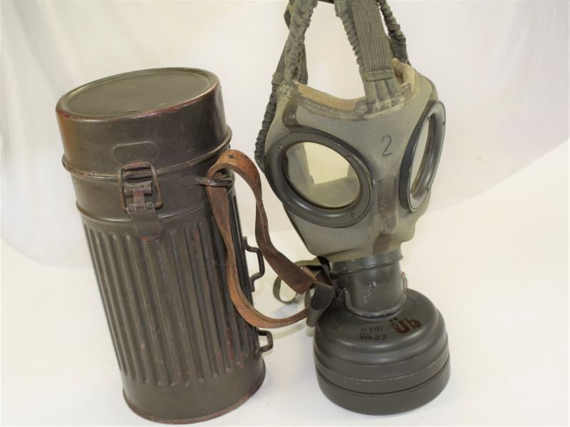 15 Early WW2 German Army Gas Mask & Canister Dated 1941