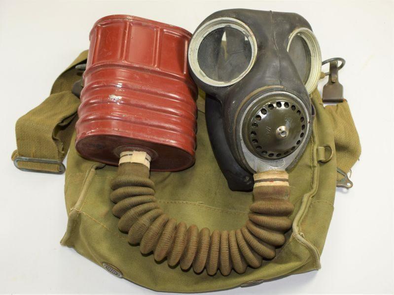 11 Near Mint WW2 British Military Issue Service Respirator 1941
