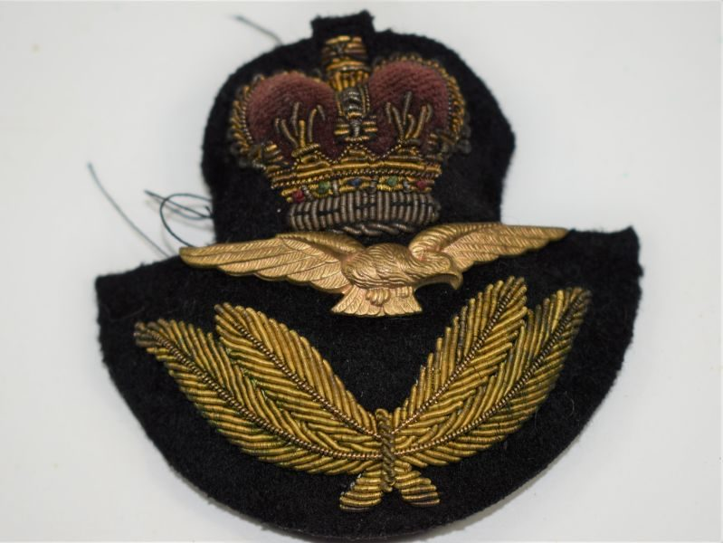 Post WW2 RAF Officers Peaked Cap Badge