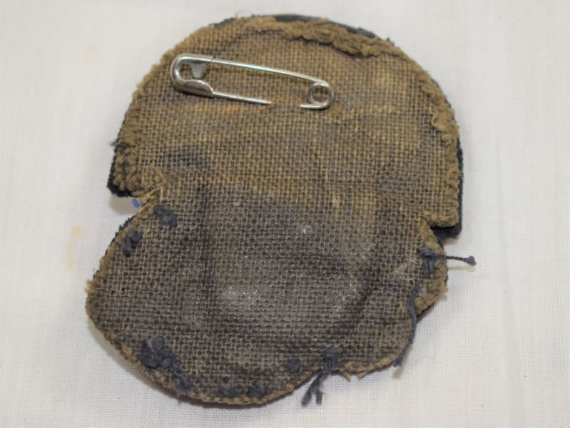 56 Unidentified WW1 WW2 Japanese, Australian? Naval Officers Cap Badge