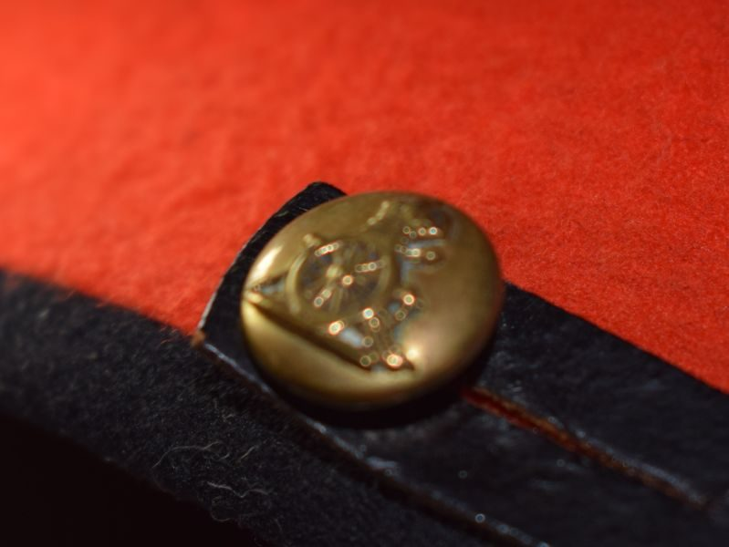 Excellent Original WW1 WW2 Royal Artillery Officers Dress Cap & Guilt Badge