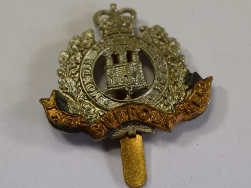 3 Excellent Original Post WW2 Cap Badge The Suffolk Regiment