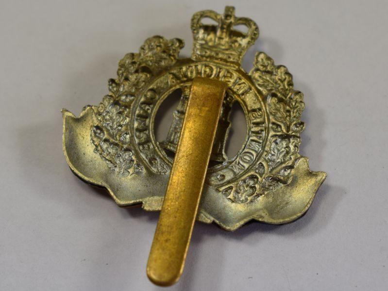 3 Excellent Original Post WW2 Cap Badge The Suffolk Regiment