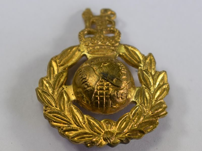 Post WW2 Royal Marines Pin Back Cap Badge Brooch