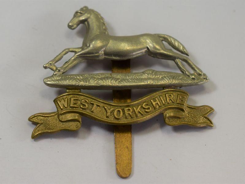 Original WW1 WW2 British West Yorkshire Regiment Bi Metal Cap Badge