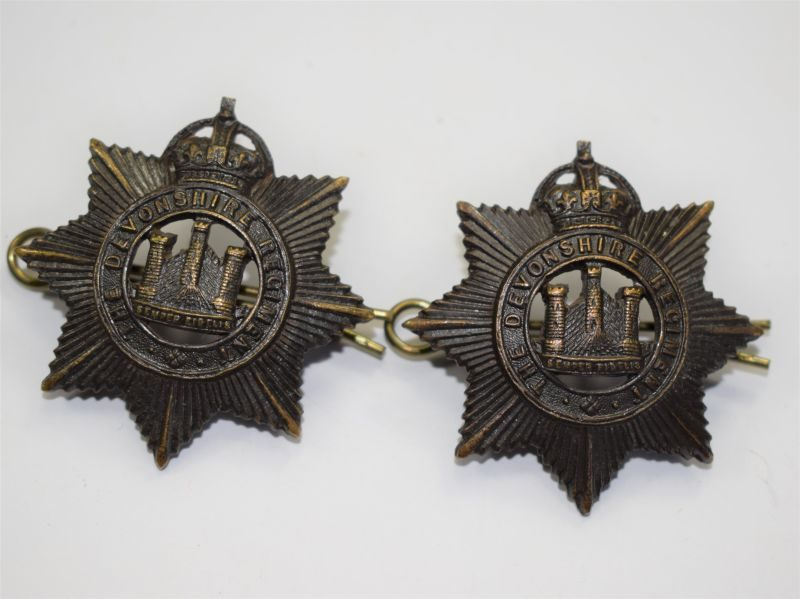 21 Excellent WW1 WW2 Officers Bronze Collar Badges The Devonshire Regiment