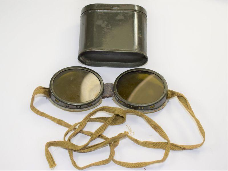 28 WW2 British Military Ski Goggles Sun & Dust Goggles In Issue Tin