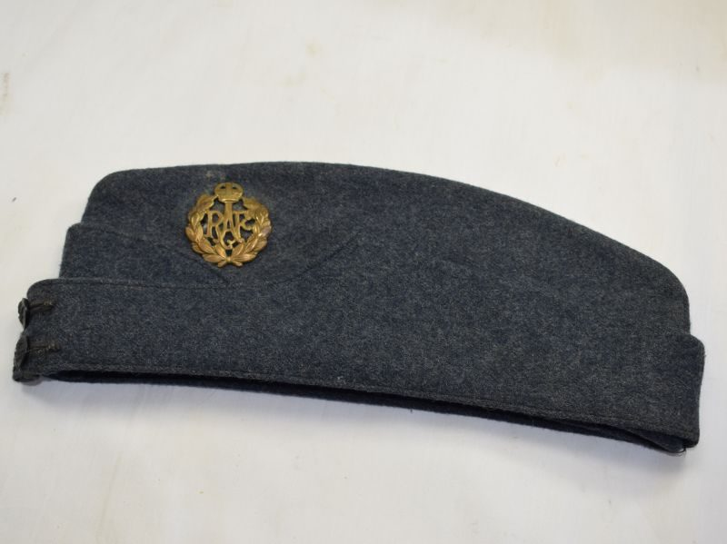 Excellent WW2 RAF Field Service Cap & Badge