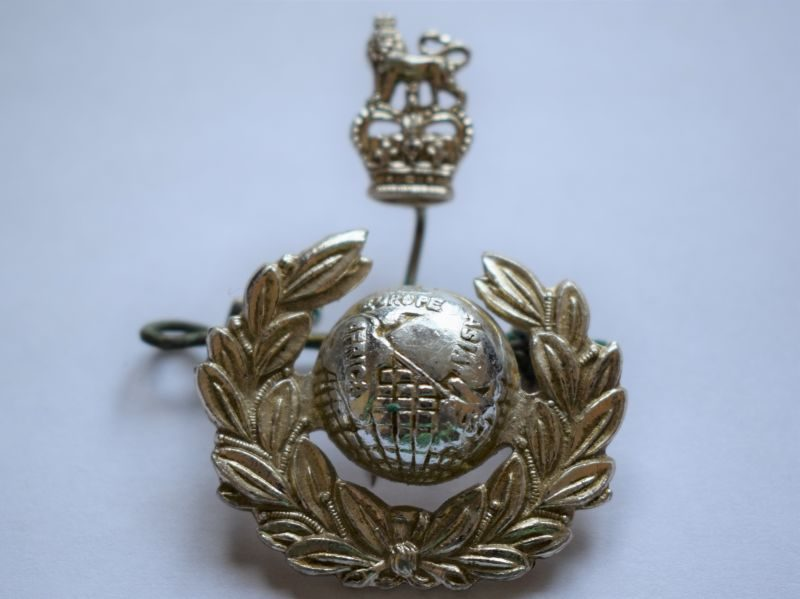 Excellent Post WW2 Royal Marines Officers 2 Part Stay Bright Cap Badge 1950s?