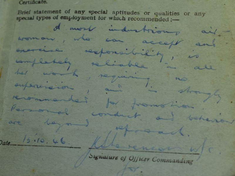 WW2 RAF Airwoman Service & Release Book 2106758 L.A.C.W. G.M.Russell WAAF