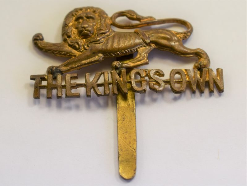 26 Original WW1 WW2 The Kings Own Lancaster Regt Brass Cap Badge