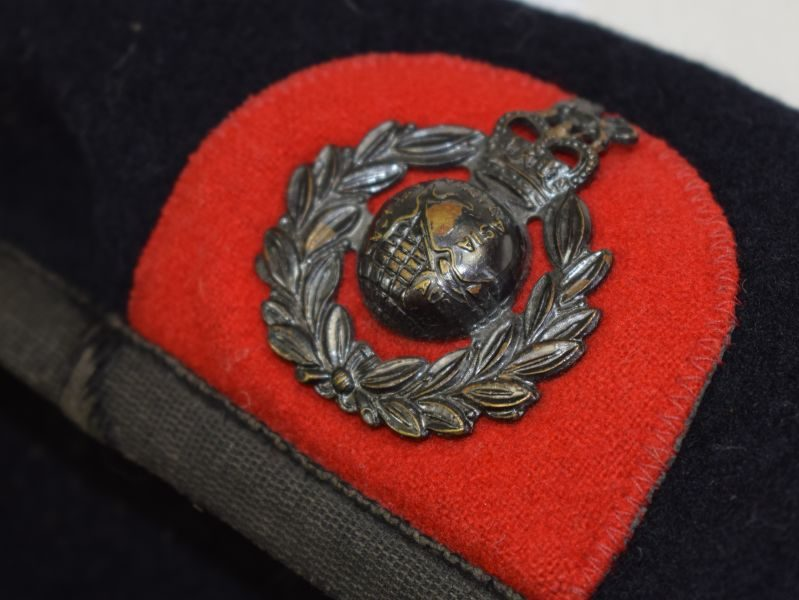Post WW2 Royal Marines Blue Beret & Blackened Badge