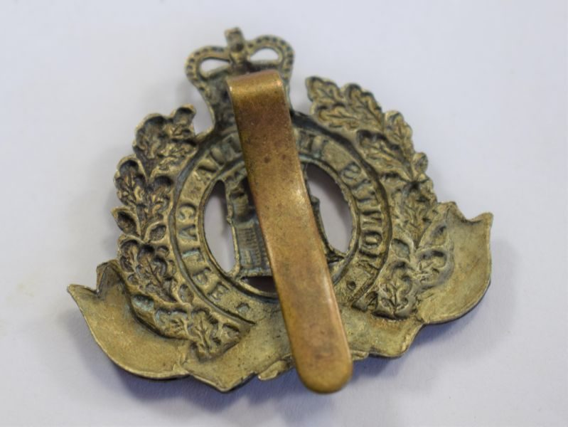 91 Original Post WW2 The Suffolk Regiment Bi Metal Cap Badge