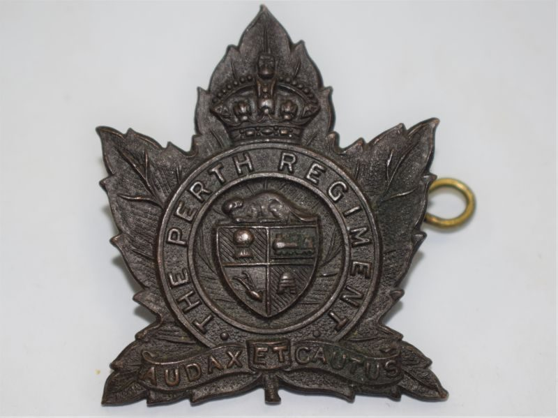 92 Nice Original WW2 The Perth Regiment Canada Cap Badge in Bronze