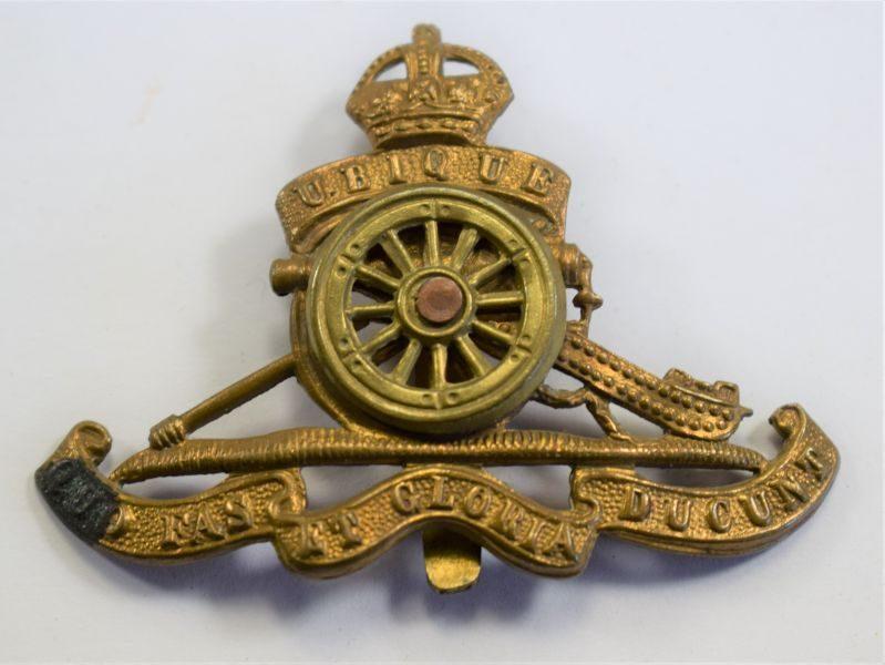29 An Original WW1 WW2 Cap Badge The Royal Artillery