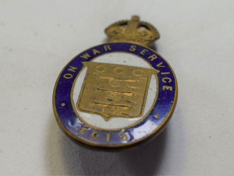 54 Excellent WW1 British On War Service 1915 Lapel Badge in Enamel