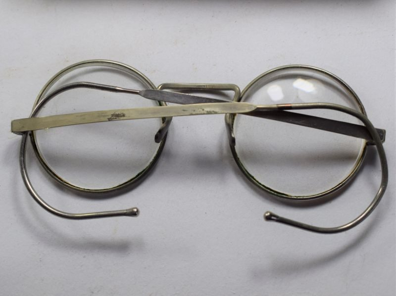 55 Excellent WW2 British Army Respirator Spectacles Named 7653708 Pte L.Wilkes RAOC