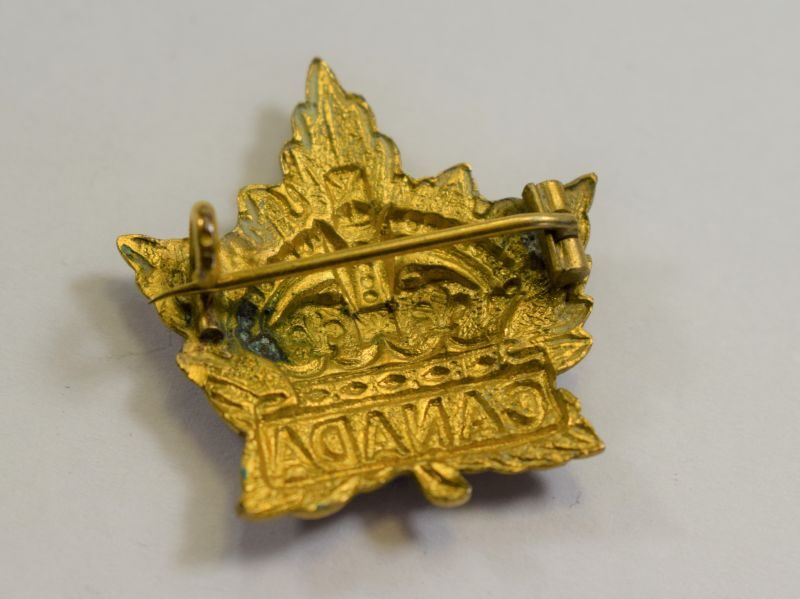 26 WW1 WW2 Canadian Military Maple Leaf Sweetheart Brooch