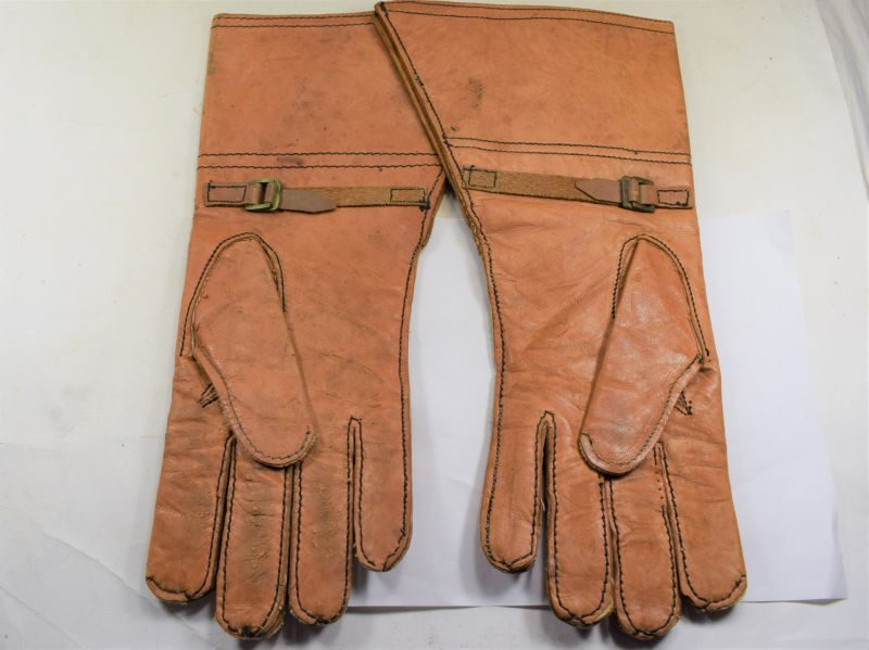 Good Original WW2 Indian Made British Military Issue DR Gauntlets