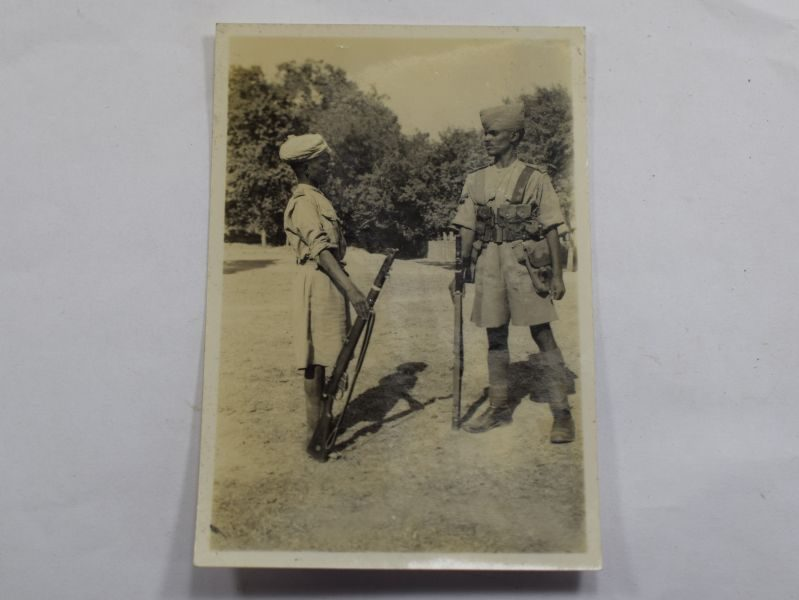 31 Small WW1 WW2 Photograph of A pair Of Indian Soldiers