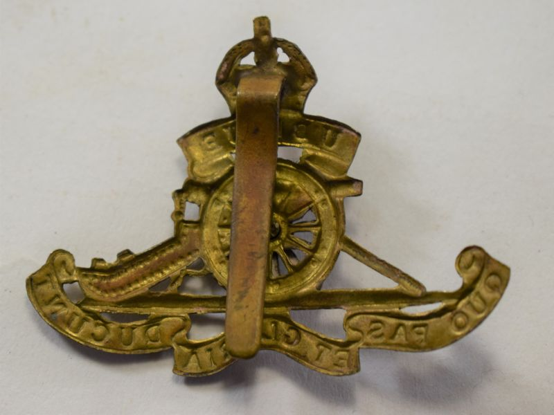 22 Original WW1 WW2 Royal Artillery Cap Badge