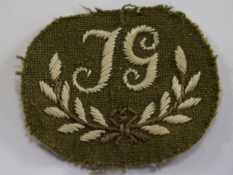 32 Unidentified WW1 WW2 British Army Trade Badge JG Gunner?