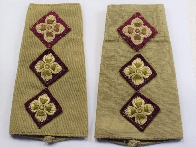 AS) Excellent WW2 British Officers Epaulette Rank Slides to a Captain