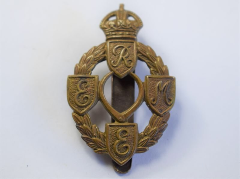 41 Original WW2 Royal Electrical & Mechanical Engineers Cap Badge