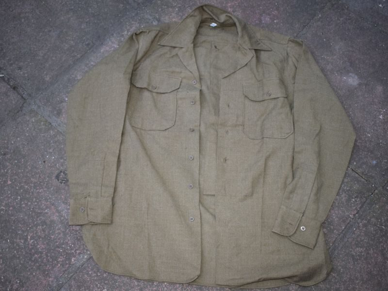 AAS) Mint WW2 US Army OD Flannel Shirt With Gas Flap Dated 1943